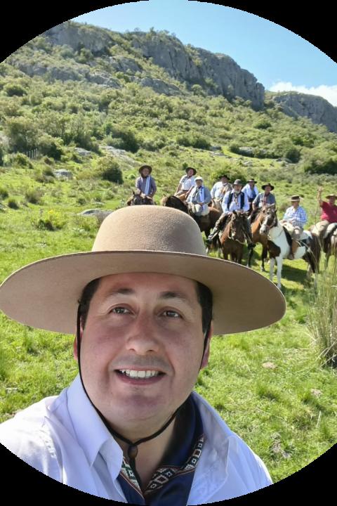 Diputado Diego Echeverría: desde Mariscala a caballo hacia Maldonado, el diputado Echeverría hace un alto para hablar en Focus.