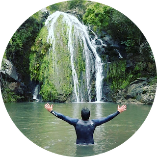 """Eduardo Batista-Reconocimiento de la Organización Mundial de Periodismo Turístico como periodista de viajes más influyente en Uruguay por su programa """"Contacto""""."""